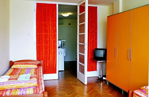 Trokrevetna soba 1/3 singl kreveti, Apartman Komunac - Novi Beograd