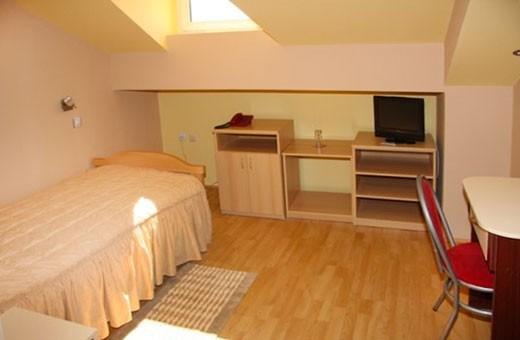Soba 1/1+1, Hotel Dijana - Pirot