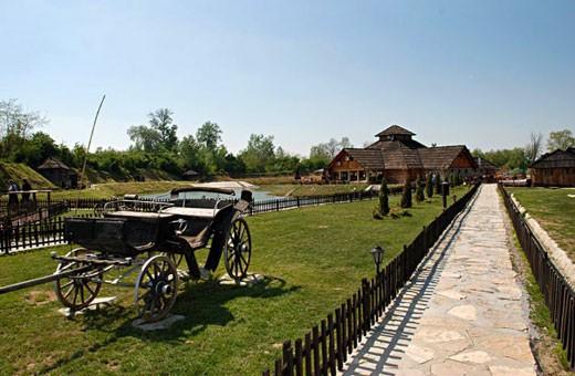 "Kočije i restoran, Etno selo ""Moravski konaci"" - Velika Plana"