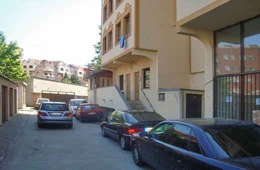 "Parking ispred zgrade, Apartman ""Centar"" Novi Sad"