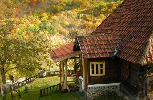 Jesen, Etno kuća Cerova kosa - Mokra Gora