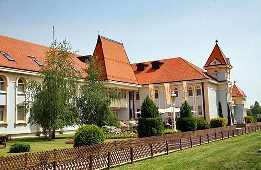 Hotel spolja, Hotel Prezident - Palić