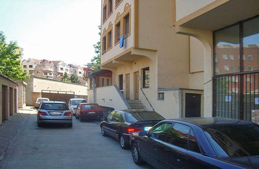 "Parking and entrance in building, Apartment ""Centar"" Novi Sad"